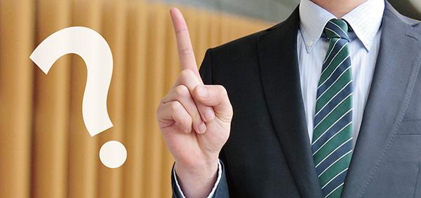 福岡で事業をしやすいワケを解説する男性